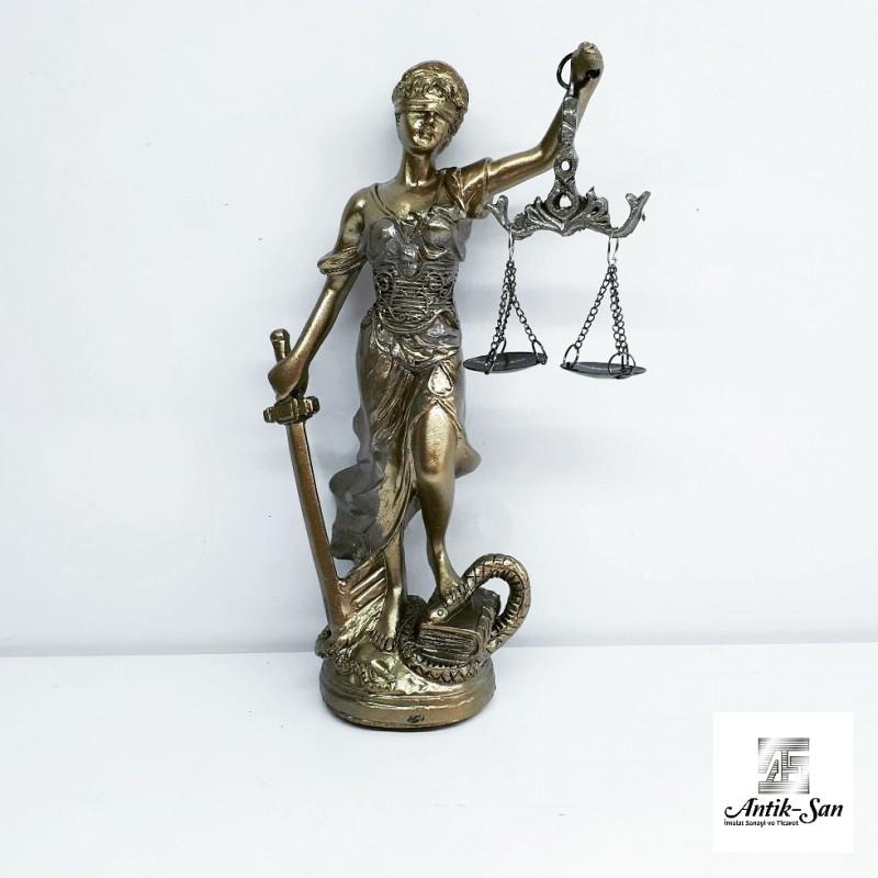 Adalet Heykeli ( themis )