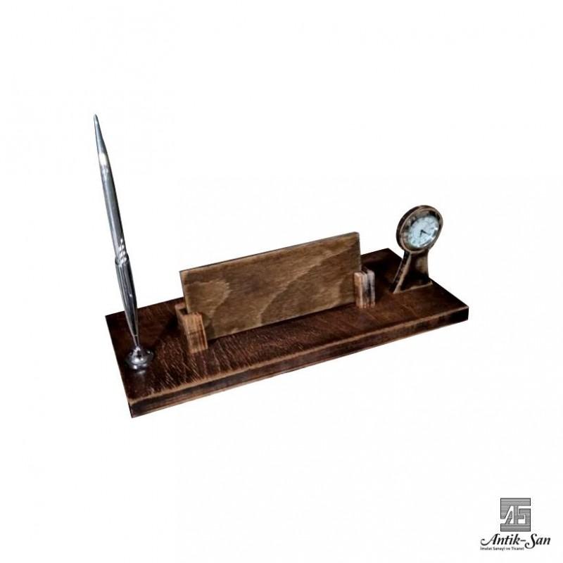 Saat ve Kalemli Ahşap Masa İsimliği
