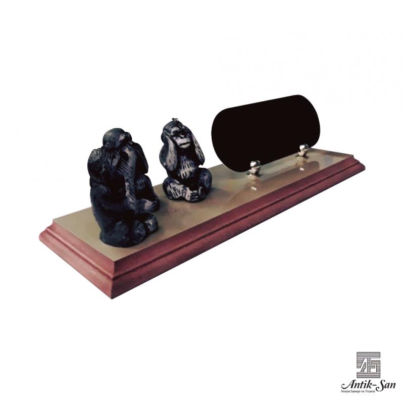Üç Maymun Masa İsimliği