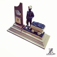 Ahşap Tabanlı Saatli ve Vagonlu Madenci Heykeli