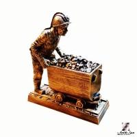 Vagon İten Madenci Heykeli