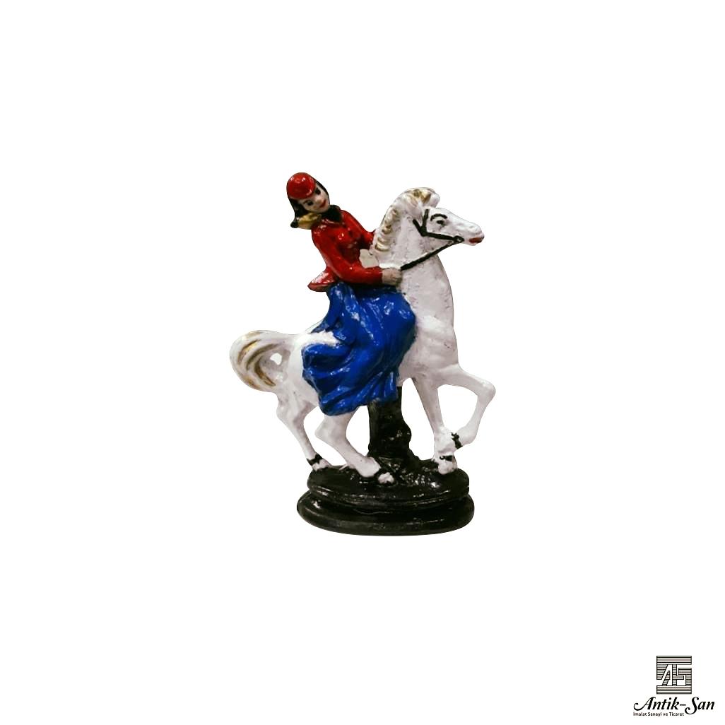 dekoratif at üzerinde kız biblosu