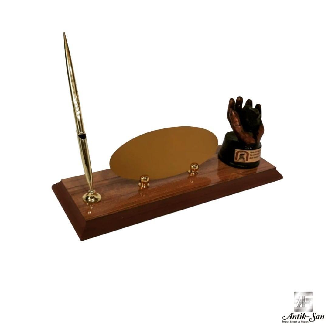 kömür tutan el figürlü masa isimliği