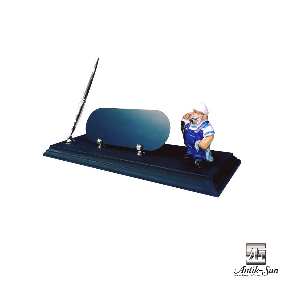 kaptan figürlü masa isimliği